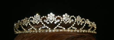Image of gold cluster hearts tiara