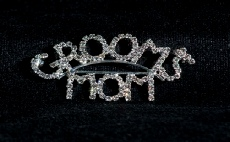 Image of the `groom's mom` pin